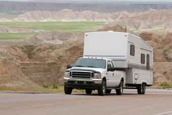 https://cf.ltkcdn.net/camping/images/slide/276410-850x566-pop-up-tent-camper-towed.jpg