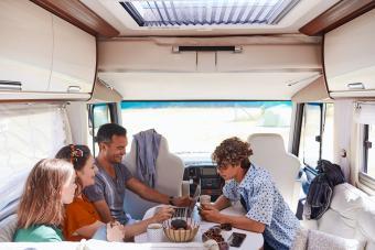 https://cf.ltkcdn.net/camping/images/slide/276412-850x566-pop-up-tent-camper-roomy.jpg