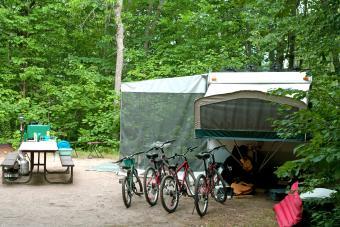 https://cf.ltkcdn.net/camping/images/slide/276414-850x566-pop-up-tent-camper-active.jpg