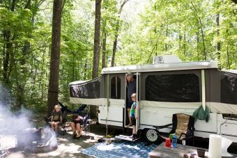 https://cf.ltkcdn.net/camping/images/slide/276415-850x566-pop-up-tent-camper-outside.jpg