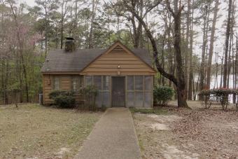 https://cf.ltkcdn.net/camping/images/slide/276459-850x566-roosevelt-state-park-cabin.jpeg