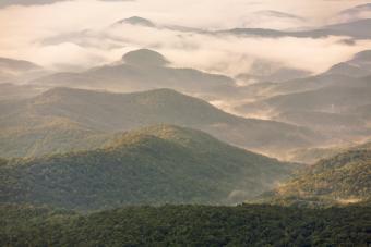 https://cf.ltkcdn.net/camping/images/slide/276760-850x567-grandfather-mountain.jpg
