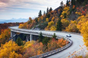 https://cf.ltkcdn.net/camping/images/slide/276767-850x567-cove-viaduct.jpg