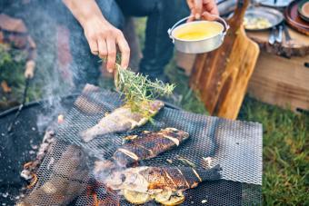 https://cf.ltkcdn.net/camping/images/slide/276845-850x567-preparing-fish.jpg