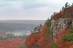 Fall colors at Devils Lake State Park