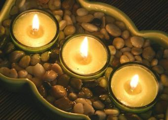 https://cf.ltkcdn.net/candles/images/slide/107129-563x400-candlecenter11.jpg