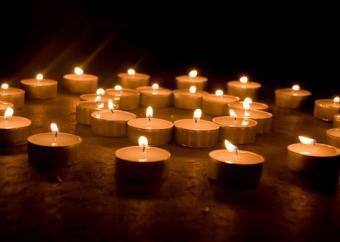 https://cf.ltkcdn.net/candles/images/slide/107138-561x400-candlecenter15.jpg