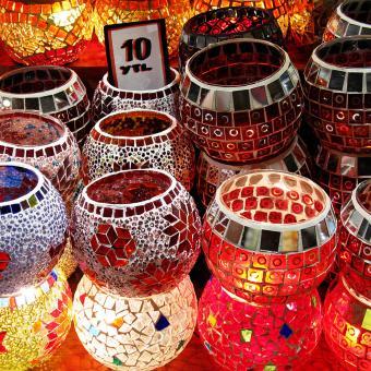 https://cf.ltkcdn.net/candles/images/slide/249128-850x850-1-ideas-glass-mosaic-candle-holders.jpg