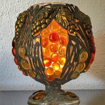 https://cf.ltkcdn.net/candles/images/slide/249132-850x850-10-ideas-glass-mosaic-candle-holders.jpg