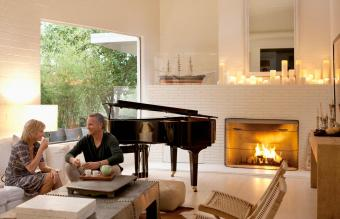 Ideas for Decorating a Fireplace With Candles