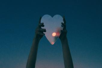 Heart-shaped mirror