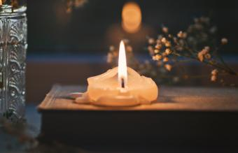 Candle Reading Made Simple: Understanding the Signs