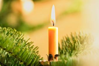 Yellow Candle Meanings: Achieving Clarity & Prosperity