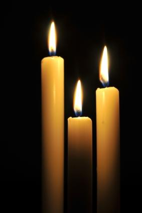 Candles for a candlelight service & Meaning of a Candlelight Service | LoveToKnow azcodes.com
