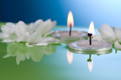 Swimming pool floating candles lovetoknow for Floating candles swimming pool wedding