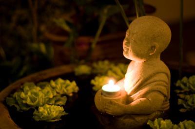 garden monk candle