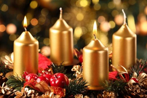 advent wreath with gold candles