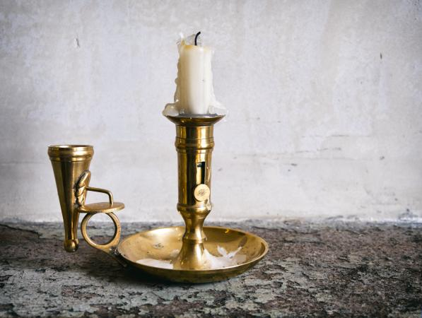 Candle snuffer and chamber candlestick