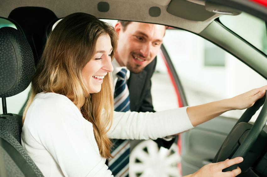 https://cf.ltkcdn.net/cars/images/slide/161066-849x565r1-woman-test-drive.jpg