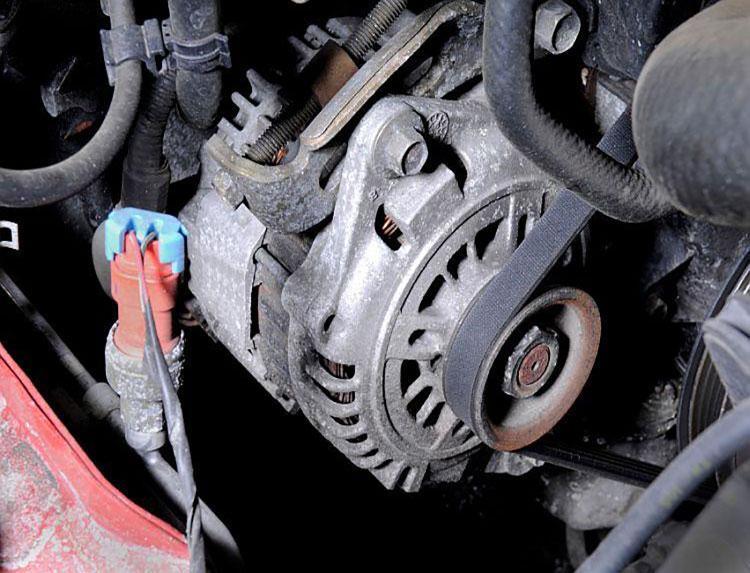 https://cf.ltkcdn.net/cars/images/slide/202348-750x573-Car-Alternator.jpg