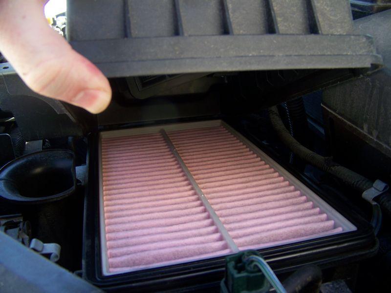 https://cf.ltkcdn.net/cars/images/slide/75098-800x600-airfilter.jpg