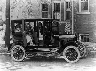 Quarter side view of a Ford sedan 1923