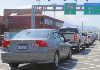 Canadian cars going through US border