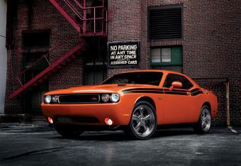 https://cf.ltkcdn.net/cars/images/slide/179862-800x550-2014-Dodge-Challenger-R-T-Classic.jpg