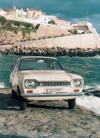 https://cf.ltkcdn.net/cars/images/slide/75081-545x750-fordescortsm.jpg