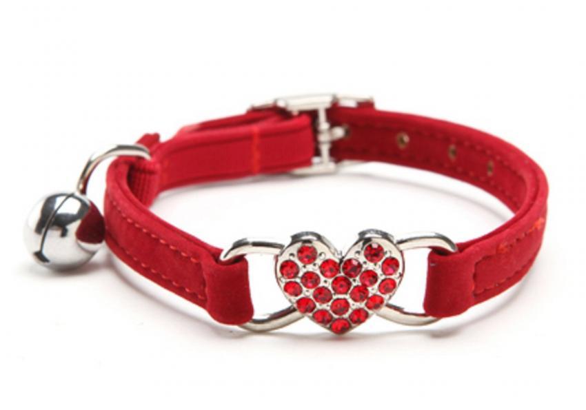 https://cf.ltkcdn.net/cats/images/slide/251984-850x595-13_Red_Heart_Bling_Collar.jpg