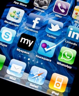 Social media applications on iPhone 4
