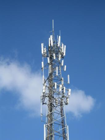 https://cf.ltkcdn.net/cellphones/images/slide/38536-375x500-CellPhoneTower.jpg