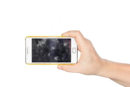 Smudged phone; © Sirawut Wisutipaitoon | Dreamstime.com