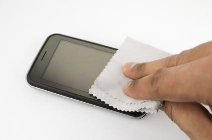 Wiping the phone screen; © Cunaplus | Dreamstime.com