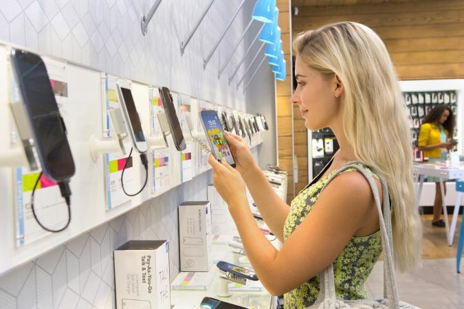 woman shopping no-contract cell phone