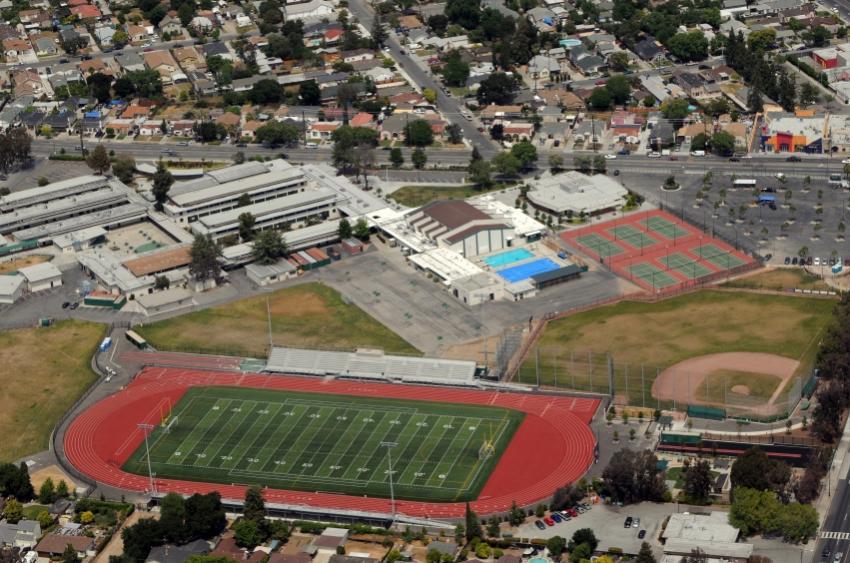 https://cf.ltkcdn.net/charity/images/slide/74899-850x563-high_school_stadium.JPG