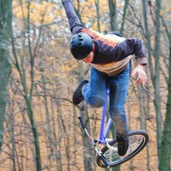 https://cf.ltkcdn.net/charity/images/slide/191130-850x850-bike-helmet.jpg