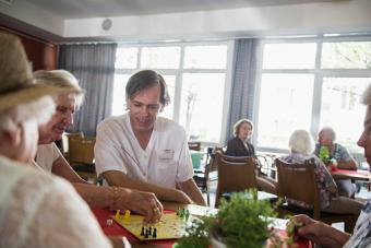 volunteer doing games in nursing home