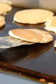 https://cf.ltkcdn.net/charity/images/slide/74627-227x340-pancake-breakfast.jpg