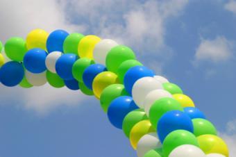 https://cf.ltkcdn.net/charity/images/slide/74636-425x282-Balloons.jpg