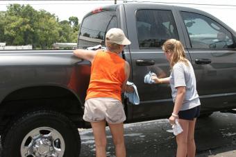 https://cf.ltkcdn.net/charity/images/slide/74794-849x565-volunteer_car_wash.jpg