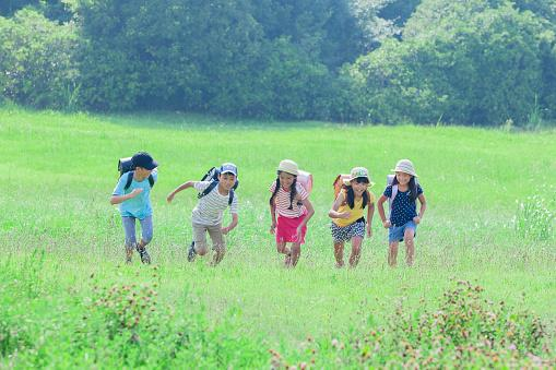 students running in grassland
