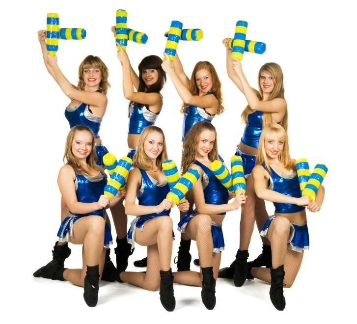 https://cf.ltkcdn.net/cheerleading/images/slide/143795-727x660r1-team-performances.jpg