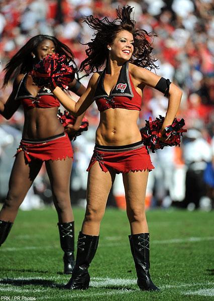 https://cf.ltkcdn.net/cheerleading/images/slide/144953-426x600r1-cheerleading_tampa_bay.jpg