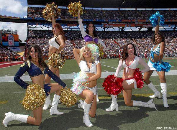 https://cf.ltkcdn.net/cheerleading/images/slide/144963-600x441-cheerleading_group2.jpg