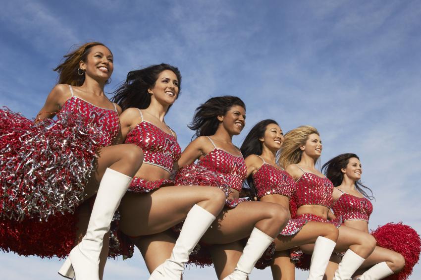 https://cf.ltkcdn.net/cheerleading/images/slide/250559-850x565-7_cheerleader_teamwork.jpg