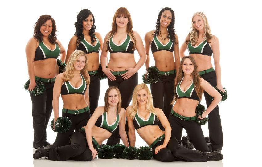 https://cf.ltkcdn.net/cheerleading/images/slide/250565-850x543-10_cheerleader_memories.jpg