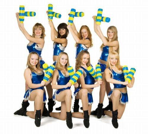 https://cf.ltkcdn.net/cheerleading/images/slide/51452-500x454-500_Cheer-group.jpg