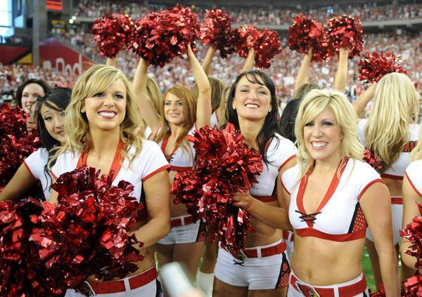 https://cf.ltkcdn.net/cheerleading/images/slide/51523-600x423-PRphotosArizonaCardinals1.jpg