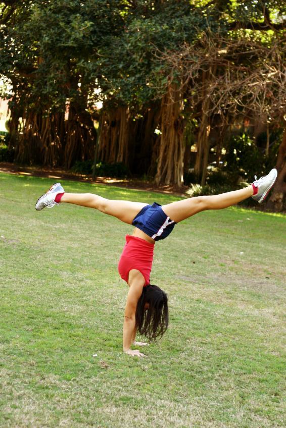 https://cf.ltkcdn.net/cheerleading/images/slide/51572-566x848-flexible.jpg